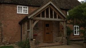 Oak framed porch by Shires Oak Buildings