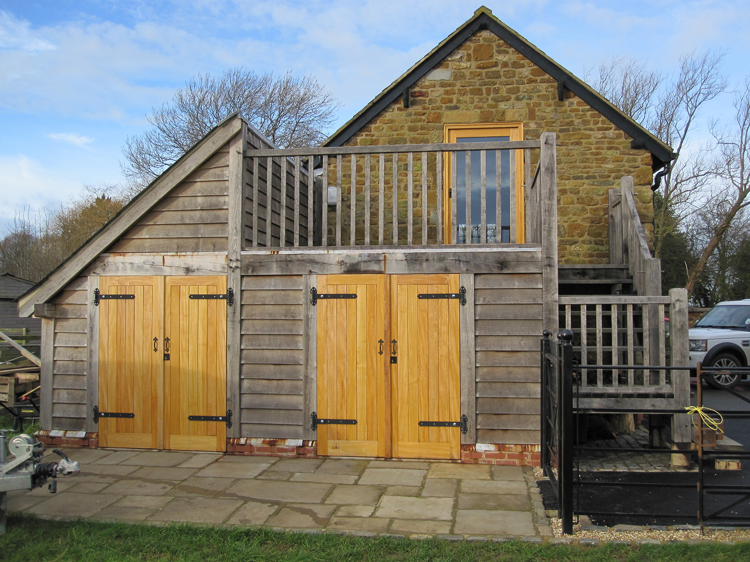 Oak framed storeroom with balcony by Shires Oak Buildings