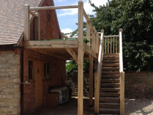 Oak framed balcony by Shires Oak Buildings