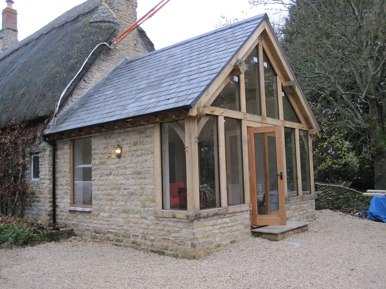 Oak framed garden room by Shires Oak Buildings