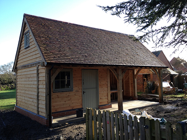 Oak framed garden building by Shires Oak Buildings