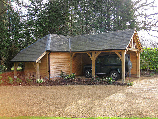 Oak framed L-shaped garage by Shires Oak Buildings