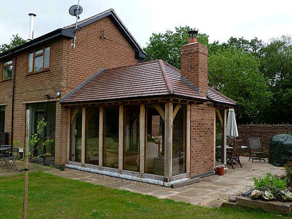 Oak framed garden room by Shires Oak Buildings