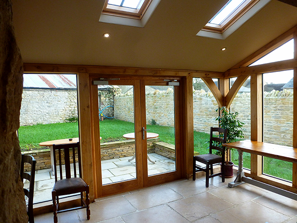 Oak lean-to extension by Shires Oak Buildings
