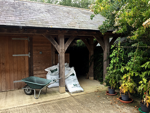 Oak framed potting shed by Shires Oak Buildings